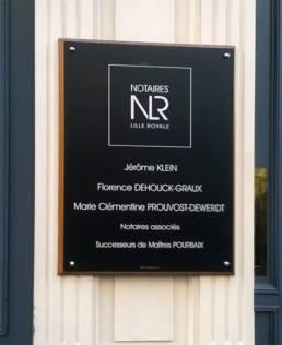 Plaque de Notaires moderne avec logo en aluminium noir mat aspect ardoise