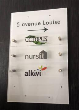 Plaques pour l'accueil d'entreprises