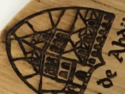 Gravure laser sur bois - colonne de pompe à bière Leffe