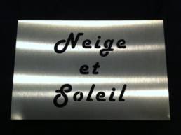 plaque de nom de résidence et gîte moderne en inox découpé