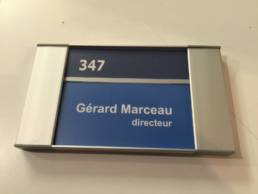 Plaque de porte pour inscrire le nom des professionnels