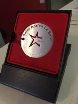 Création de médaille sur mesure en inox gravé et découpé Médaille de ville commémorative et d'inauguration