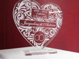 Trophée de mariage en forme de cœur - gravure laser sur plexiglas - cadeau de mariage