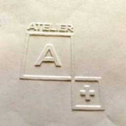 Exemple de réalisation de gaufrage avec une pince à sec manuelle personnalisable