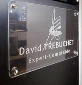 Plaque professionnelle en plexiglas transparent avec logo pour expert comptable