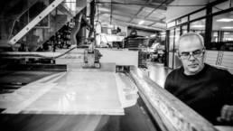 Bisman Graeur fabriquant de signalétique imprimées et gravées - Vue des ateliers
